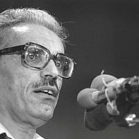 Yisrael Kessar gives a speech in 1984. (Ya'akov Sa'ar/GPO)