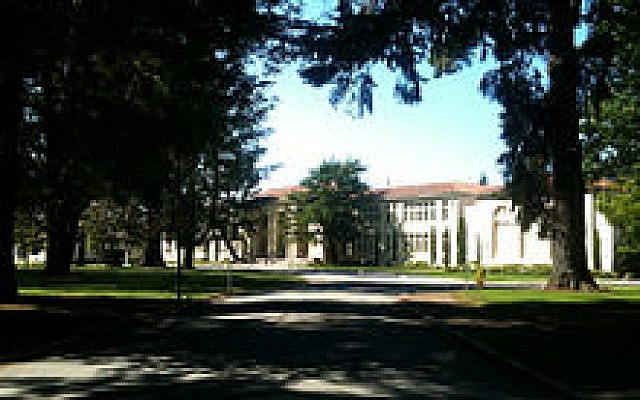 Burlingame High School, Burlingame California in 2011. (CC BY-SA Wikimedia commons)