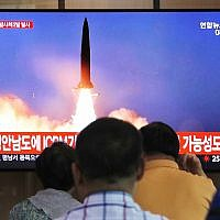 People watch a TV showing a file image of a North Korea's missile launch during a news program at the Seoul Railway Station in Seoul, South Korea, September 10, 2019. (Ahn Young-joon)