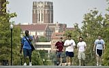 Students walk across campus at the University of Tennessee on August 25, 2005, in Knoxville, Tennessee. (AP Photo/Wade Payne)