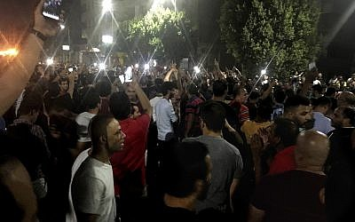 Protesters chant slogans against the regime in Cairo, Egypt, September 21, 2019. (AP Photo/ Nariman El-Mofty)