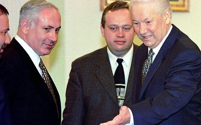 Russian President Boris Yeltsin welcomes Prime Minister Benjamin Netanyahu in Moscow, Tuesday March 11, 1997.  . (AP PHOTO/ TASS-POOL)