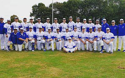 A team photo of the Israeli national baseball team. (Israel Association of Baseball)