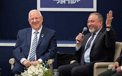 President Reuven Rivlin, left, and then-defense minister Avigdor Liberman at a ceremony for outstanding soldiers held as part of Israel's 69th Independence Day celebrations, at the President's Residence in Jerusalem. May 2, 2017. (Hadas Parush/Flash90)