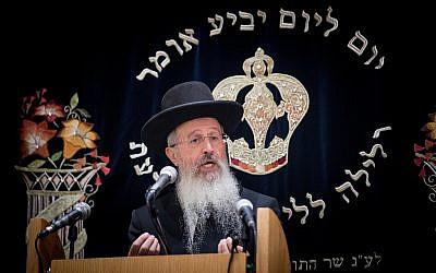 Rabbi Avraham Yosef, son of Shas spiritual leader Rabbi Ovadia Yosef, attends a ceremony in memory of his father in Jerusalem on October 22, 2017 (Yonatan Sindel/Flash90)