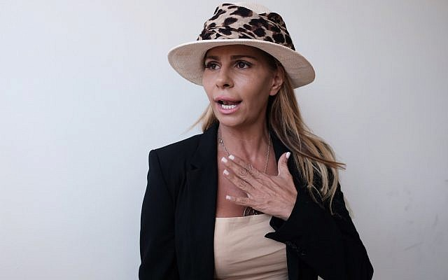 Inbal Or, a former residential real estate developer whose empire collapsed following her arrest on allegations of fraud and tax evasion, holds a press conference in Tel Aviv, July 29, 2018. (Tomer Neuberg/FLASH90)