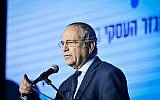 Manufactures Association of Israel President Shraga Brosh speaks at a business conference in Tel Aviv on February 21, 2019. (Flash90)