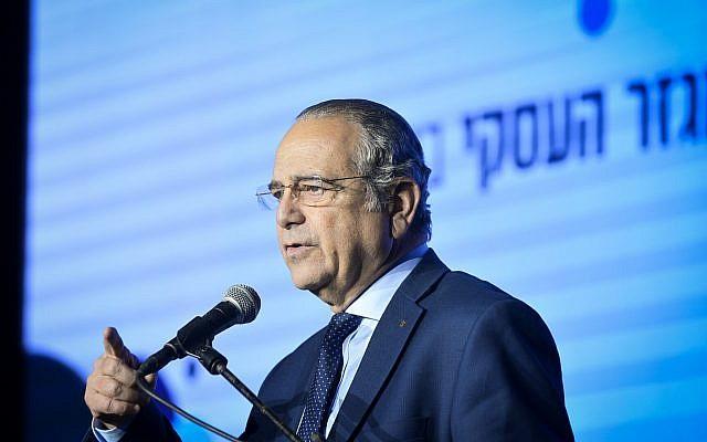 Manufactures Association of Israel President Shraga Brosh speaks at a business conference in Tel Aviv on February 21, 2019. (Flash90)
