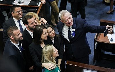 Blue and White chairman Benny Gantz takes a selfie with his colleagues during the swearing-in ceremony the 21st Knesset following the April elections, April 30, 2019. (Noam Revkin Fenton/Flash90)