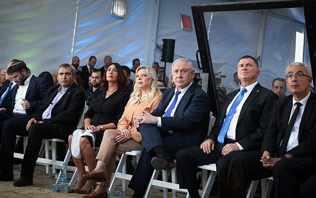 Prime Minister Benjamin Netanyahu, his wife Sara, Knesset Chairman Yuli Edelstein and Culture Minister Miri Regev attend a ceremony marking the 90th Anniversary of the 1929 Hebron riots, outside the Tomb of the Patriarchs in the West Bank city of Hebron, September 4, 2019. (Gershon Elinson/Flash90)
