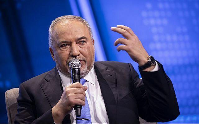 Yisrael Beytenu party leader Avigdor Liberman speaks at Channel 12 news conference in Tel Aviv on September 5, 2019. (Hadas Parush/Flash90)
