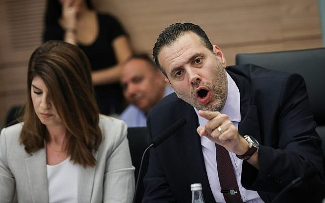 Likud MK and chairman of the Knesset Regulatory Committee, Miki Zohar, right, leads a debate ahead of the upcoming elections, at the Knesset, September 9, 2019. (Yonatan Sindel/FLASH90)
