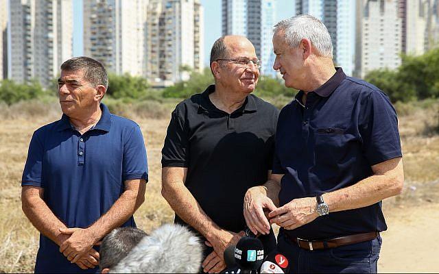 From right to left: Blue and White party leaders Benny Gantz, Moshe Ya'alon, and Gabi Ashkenazi visit Ashkelon on September 11, 2019. (Flash90)
