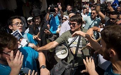Supporters of the Likud party scuffle with activists from the Democratic Camp alliance at Jerusalem's Mahane Yehuda market on September 13, 2019. (Yonatan Sindel/Flash90)