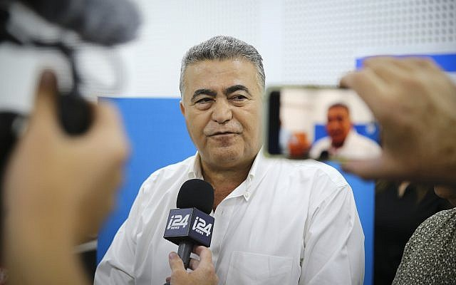 Labor-Gesher party leader Amir Peretz speaks to the media after casting his ballot at a voting station in Sderot, during the Knesset elections, on September 17, 2019. (Flash90)