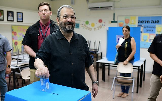 Democratic Camp candidate and former prime minister Ehud Barak casts his ballot at a voting station in Tel Aviv, September 17, 2019 (Tomer Neuberg/Flash90)