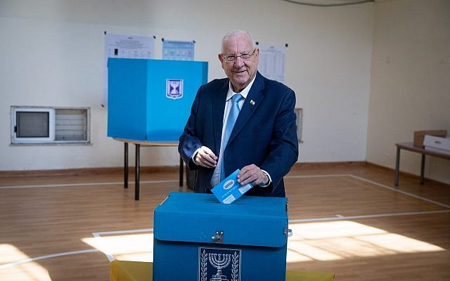 President Reuven Rivlin casts his ballot at a voting station in Jerusalem, September 17, 2019 (Yonatan Sindel/Flash90)