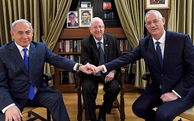 President Reuven Rivlin (center) meets with Prime Minister Benjamin Netanyahu (L) and Blue and White party leader Benny Gantz at the President's Residence in Jerusalem on September 23, 2019. (Haim Zach/GPO)