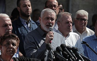 Hamas leader Ismail Haniyeh participates in in a solidarity rally for Palestinian security prisoners in Israeli prisons, outside the Red Cross headquarters in Gaza City, Gaza Strip, on September 30, 2019. (Flash90)