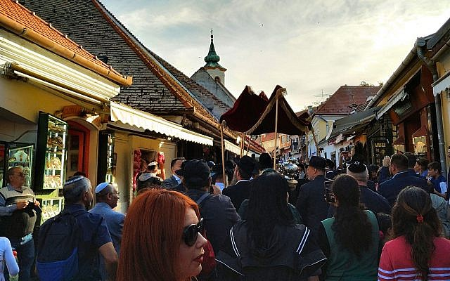 Celebrations for the dedication of a new synagogue and Torah scroll in Szentendre, Hungary, September 22, 2019. (Yaakov Schwartz/ Times of Israel)