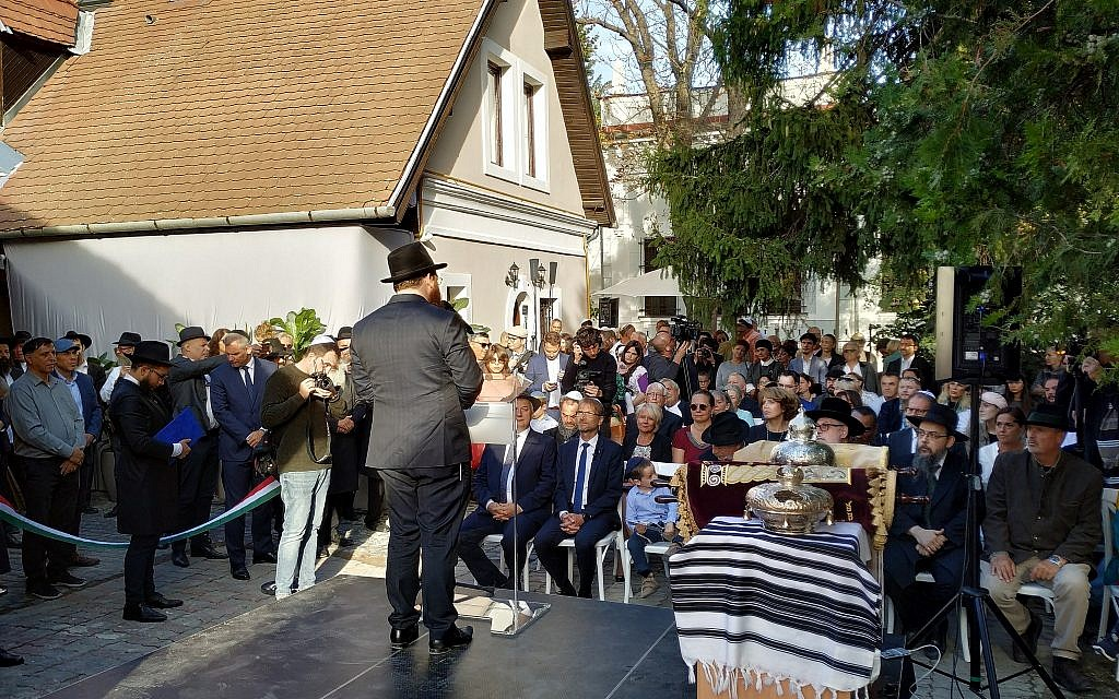 EMIH executive rabbi Slomo Koves addressed the crowd at the opening of a new Chabad center in Szentendre, Hungary, September 22, 2019. (Yaakov Schwartz/ Times of Israel)