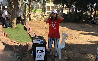 A Labor Party activist outside a polling station in Sderot, September 17, 2019 (Simona Weinglass/Times of Israel)