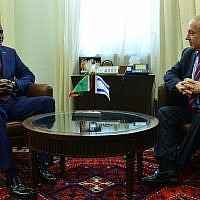 Zambia's President Edgar Lungu, left, meets with Prime Minister Benjamin Netanyahu in Jerusalem on February 28, 2017. (Kobi Gideon/GPO)