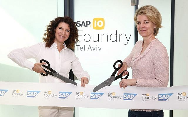 Orna Kleinmann, managing director at SAP Labs Israel, left, and Alexa Gorman, head of SAP.iO Foundries EMEA (Courtesy)