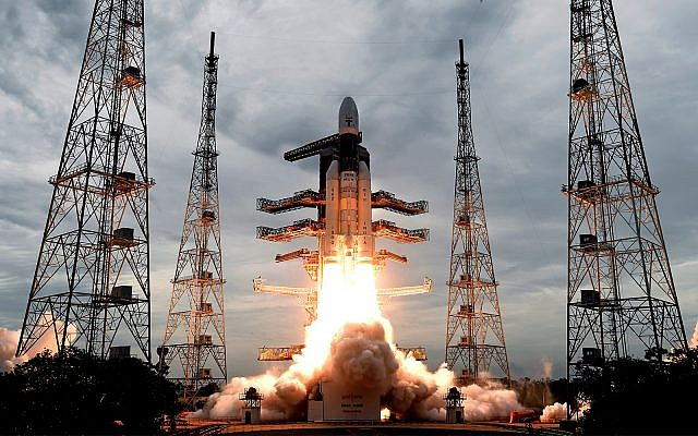Echoing Israeli failure, India loses touch with lander on