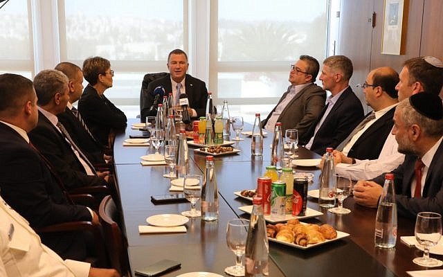 Knesset speaker Yuli Edelstein (C) speaking to the newly-elected rookie MKs of the 22nd Knesset, September 25, 2019. (Yitzhak Harari/Knesset)