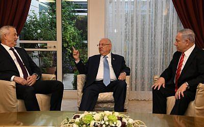 Blue and White leader Benny Gantz (L), President Reuven Rivlin (C) and Prime Minister Benjamin Netanyahu (R) meet at the President's Residence in Jerusalem on September 25, 2019 (Amos Ben Gershom/GPO)