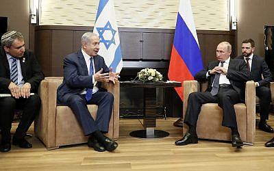 Likud minister Ze'ev Elkin (left) and Prime Minister Benjamin Netanyahu during a meeting with Russia's President Vladimir Putin, Septmber 12, 2019. (Shamil Zhumatov/Pool Photo via AP)
