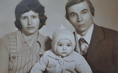 Ira Tolchin Immergluck as a baby with her parents (via Zman Yisrael)
