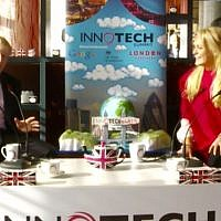 Borris Johnson (L) and Jennifer Arcuri at the InnoTech Summit in 2013 (Screencapture/YouTube)