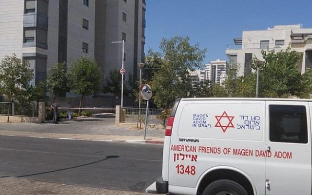 The scene in Yavne where a 10-year-old boy fell from a balcony on the 6th floor, September 3, 2019. (Magen David Adom)