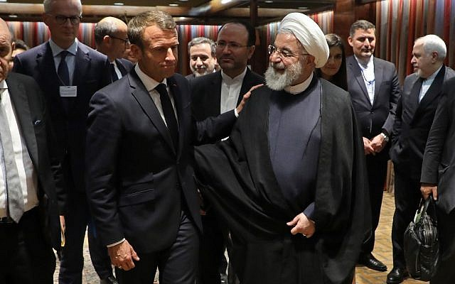 French President Emmanuel Macron (L) and Iranian President Hassan Rouhani speak after a meeting at the United Nations headquarters on September 23, 2019, in New York. (LUDOVIC MARIN / AFP)
