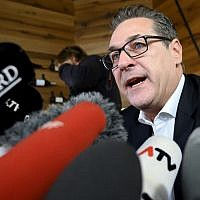 Heinz-Christian Strache, Austria's former vice-chancellor and disgraced former leader of the far-right Freedom Party (FPOe), gives a statement to the press in Vienna on October 1, 2019. (Joe Klamar/AFP)