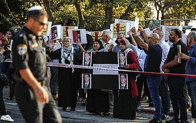 Palestinians demonstrate in support of Samer Arbid, a PFLP member arrested by Israel on suspicion of carrying out a deadly West Bank bombing, near the Hadassah Medical Center Mount Scopus in Jerusalem on October 1, 2019. (AHMAD GHARABLI / AFP)