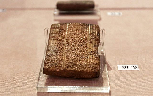 This picture taken on October 2, 2019 shows Achaemenid-era clay tablets on display at Iran's National Museum in the capital Tehran, which were returned by the United States following a US Supreme Court ruling. (ATTA KENARE / AFP)