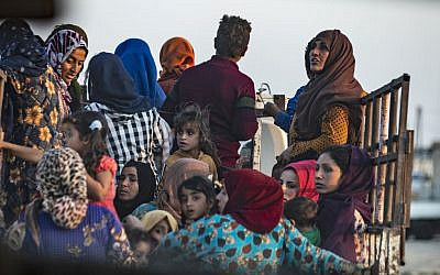 Civilians flee amid Turkish bombardment on Syria's northeastern town of Ras al-Ain in the Hasakeh province along the Turkish border on October 9, 2019 (Delil SOULEIMAN / AFP)