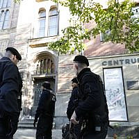 Police patrols on October 10, 2019 at the synagogue in Berlin, one day after the attack in Halle, eastern Germany, where two people were shot dead. (MICHELE TANTUSSI / AFP)
