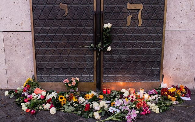 Flowers and candles are placed in commemoration of the Halle shooting victims in front of the Ohel Jakob synagogue in Munich, southern Germany, on October 10, 2019, one day after the deadly anti-Semitic shooting in Halle. (Matthias Balk/DPA/AFP)