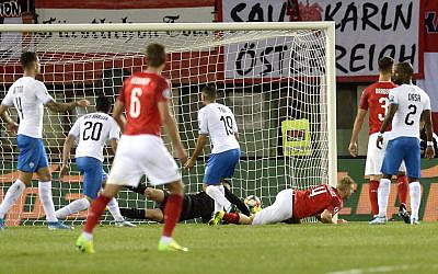 Austria's defender Martin Hinteregger (C) scores during the UEFA Euro 2020 Group G qualification football match Austria v Israel in Vienna on October 10, 2019. (HERBERT PFARRHOFER / APA / AFP)