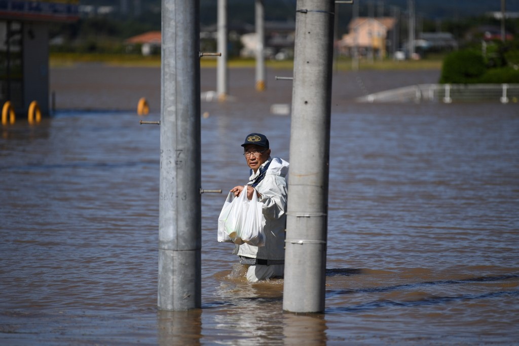 Typhoon Hagibis: Rescuers dig for missing as 48 killed