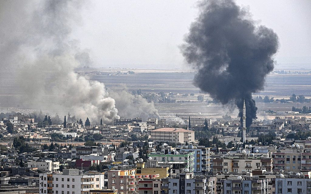 This picture taken on October 16, 2019 from the Turkish side of the border at Ceylanpinar district in Sanliurfa shows smoke rising from the Syrian town of Ras al-Ain on the eighth day of Turkey's military operation against Kurdish forces. (Ozan KOSE / AFP)