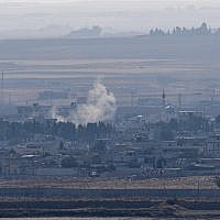 This picture taken on October 18, 2019 from the Turkish side of the border in Ceylanpinar shows smoke rising from the Syrian town of Ras al-Ain on the first week of Turkey's military operation against Kurdish forces. (Ozan KOSE / AFP)