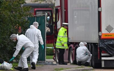 British Police forensics officers work on a truck found to be containing 39 dead people, at Waterglade Industrial Park in Grays, east of London, on October 23, 2019 (Ben STANSALL / AFP)