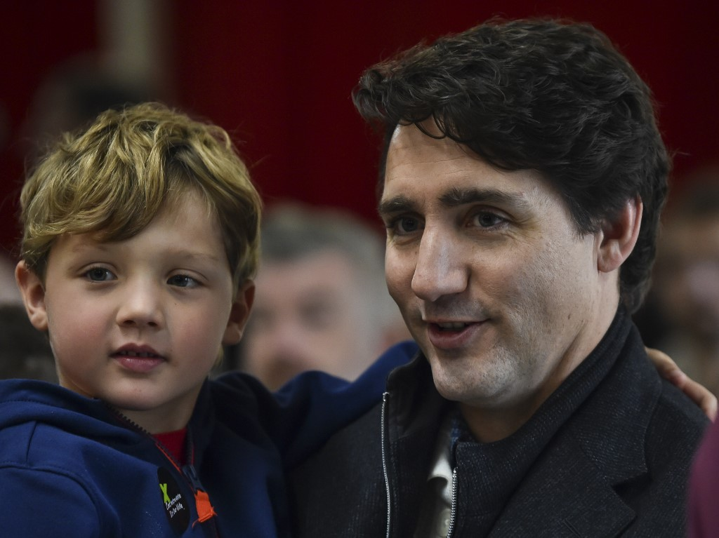 Canada election: Justin Trudeau's Liberals set to hold onto power