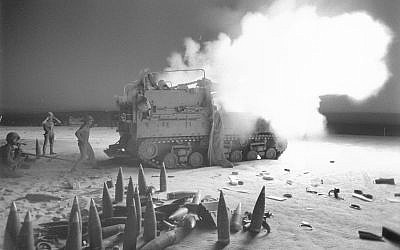An Israeli cannon artillery cannon opens fire from the Sinai Peninsula during the Yom Kippur War, on October 6, 1973. (Avraham Vered/Bamahane/Defense Ministry Archive)