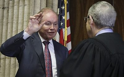 In this photo from August 23, 2019, former US Attorney Dan Webb takes the oath of special prosecutor before Judge Michael Toomin, during a status hearing concerning actor Jussie Smollett at the Leighton Criminal Court building, in Chicago. (Antonio Perez/ Chicago Tribune via AP, Pool)
